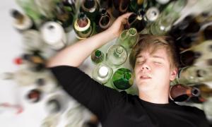 Державних реабілітаційних центрів в Україні просто немає, а кількість підлітків, які вживають алкоголь, збільшується!